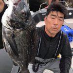 東京湾で黒鯛釣りたきゃウチへおいで! 出船直後に黒鯛の年無しGET!