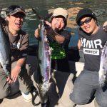 イワシのボイル打ちでサワラGET! 東京湾で釣具のキャスティングさんのボートゲーム