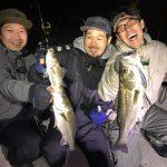 深夜の東京湾ボートシーバス! 無数ボイルにルアー関係なくヒットする春の爆釣祭り!