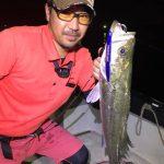 夏の夜釣りでレジェンドのお客さんが釣る!船長自らもシーバスを引っ張り出してみた!