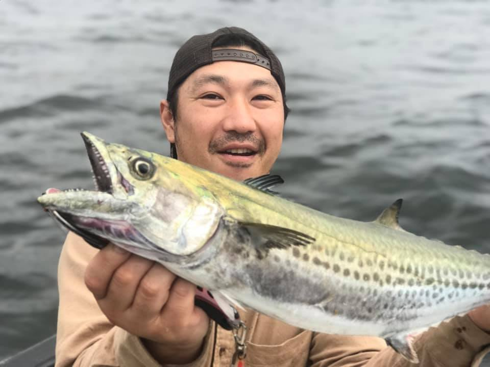 東京湾へ出船5分でサワラがヒット!ハイスタンダードとマキッパで釣れました!