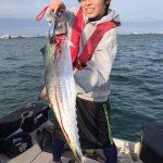 東京湾でルアー五目船釣り!80、90UPの大物サワラ、シーバス、イナダが釣れました!