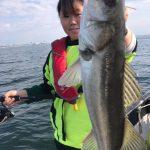 ボートに乗ってルアーフィッシングの女子会!魚種も豊富に釣れたデイゲーム貸切便!