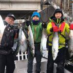 12月中旬に冬の東京湾でサワラがヒット!ナイスなシーバスも釣れました!