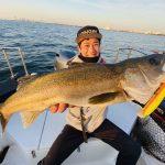 東京湾沖で怒涛のシーバス入れ食い!72cmの良型も釣れました!