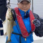 VJでシーバスゲット!ルアーローテーションで魚を出してくれました!