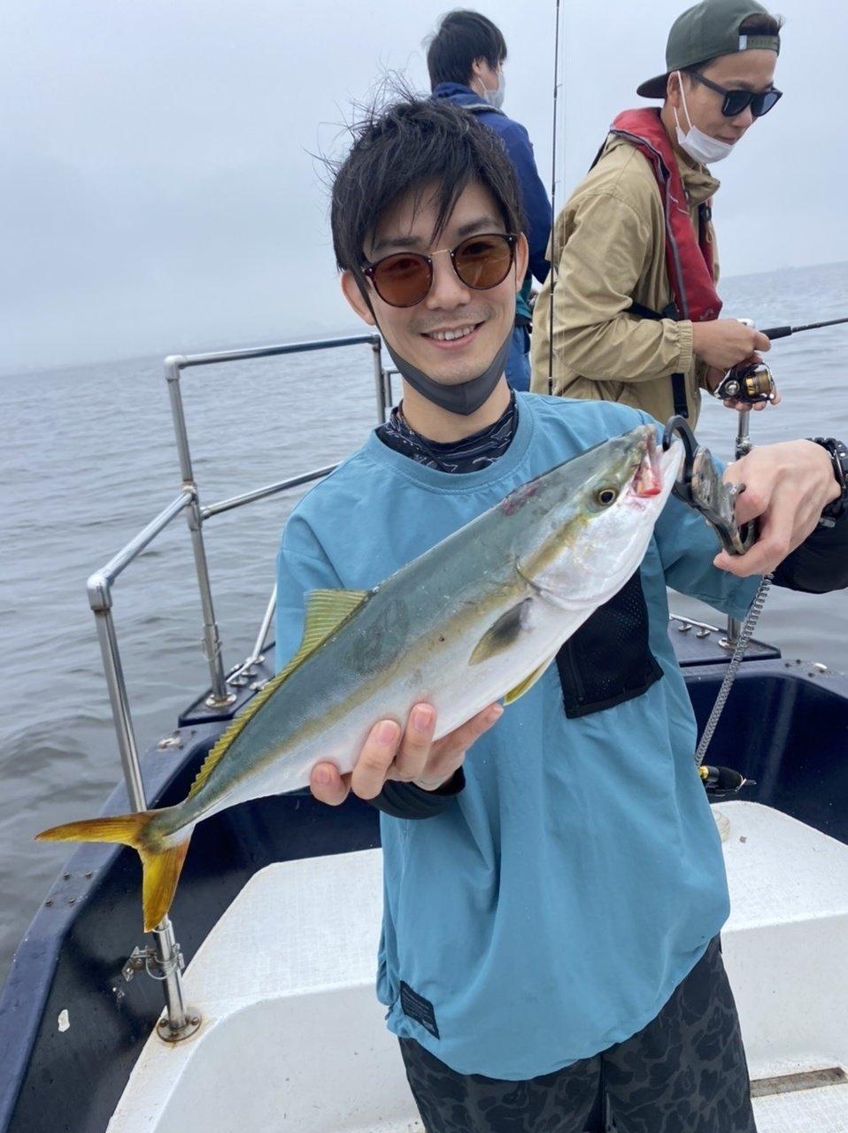 釣り初心者の方たちにイナダを釣って楽しんでいただきました!連発もありました!